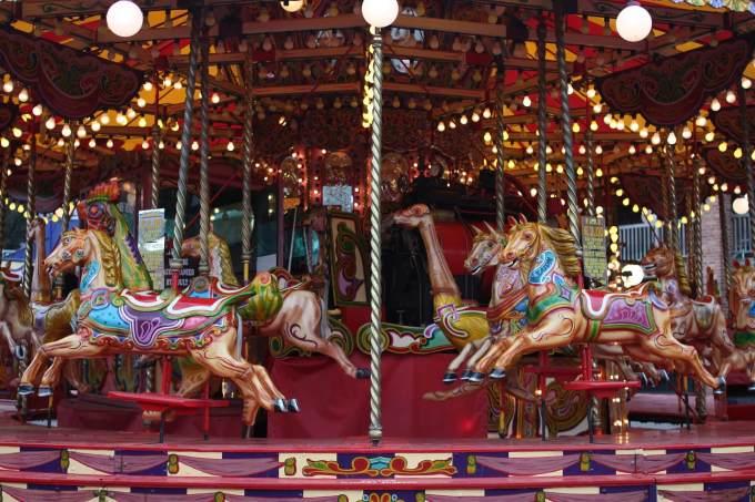 carousel-878782_1920