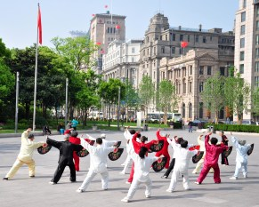 Tai Chi am Bund in Shanghai China 6
