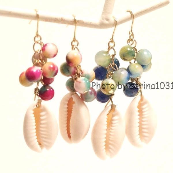 カラフルストーンの貝殻ピアス