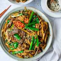 Beef Chow Fun - tender marinated steak with noodles - packed with flavour! Plus extra veggies for you 5-a-day.