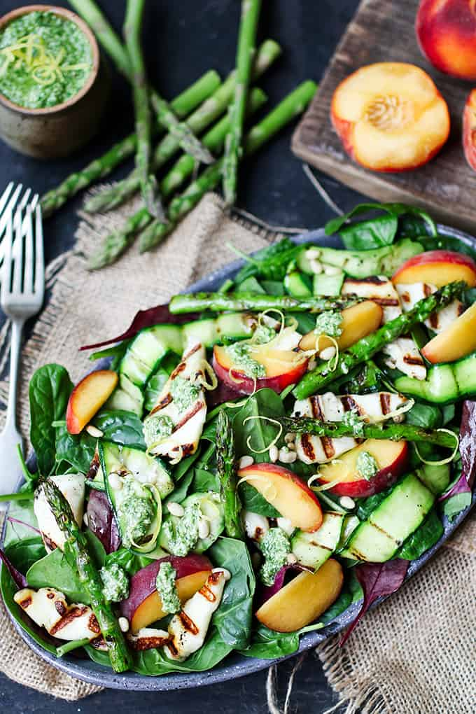 Griddled Halloumi Salad with Peach, Courgette and Lemon Pesto. A deliciously filling vegetarian dinner!