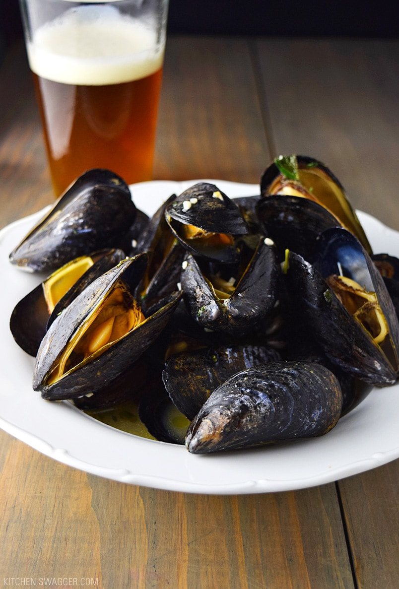 Beer Steamed Mussels Recipe | Kitchen Swagger