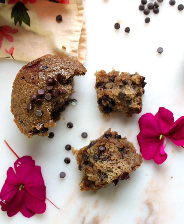 These vegan chocolate chip muffins are incredibly soft and fluffy. The secret ingredient is banana flour, but you can't even tell. Not a trace of banana flavor, just sweet, velvety goodness. Oh! And you only need one bowl.