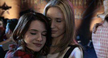 Karma and Amy Share Steamy Kiss In This 'Faking It' Trailer (Video)