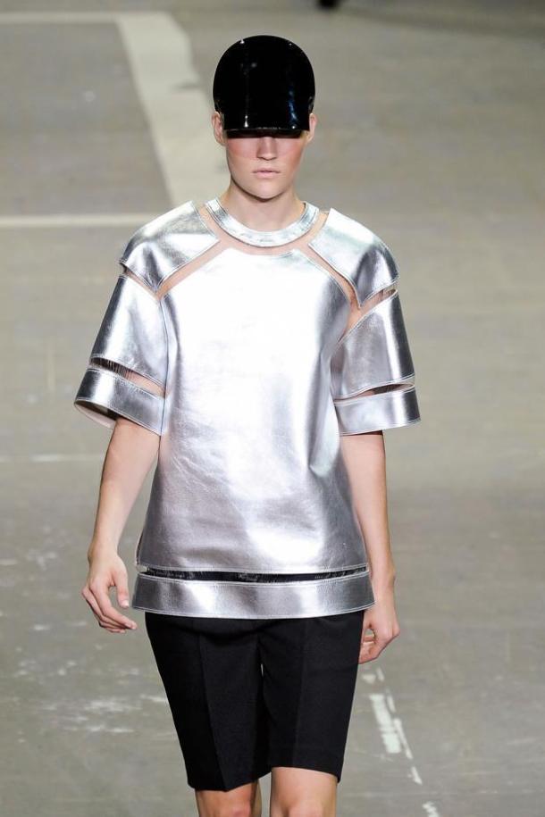 Топ из серебряного металлика от Alexander Wang