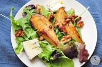 Обжаренная груша с рукколой и листьями салата 8