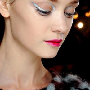 Идеи макияжа для маленького черного платья - 6_silver-eyeliner