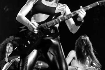 Lita_Ford_by_Zoran_Veselinovic