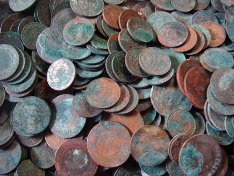 Клад медных монет подсвечник медведь на дереве