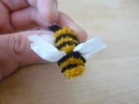 pipe cleaner bee | Klara Luna