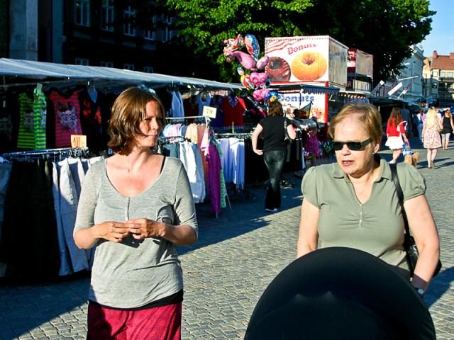En tur på lövmarknaden på jakt efter hemmagjort godis