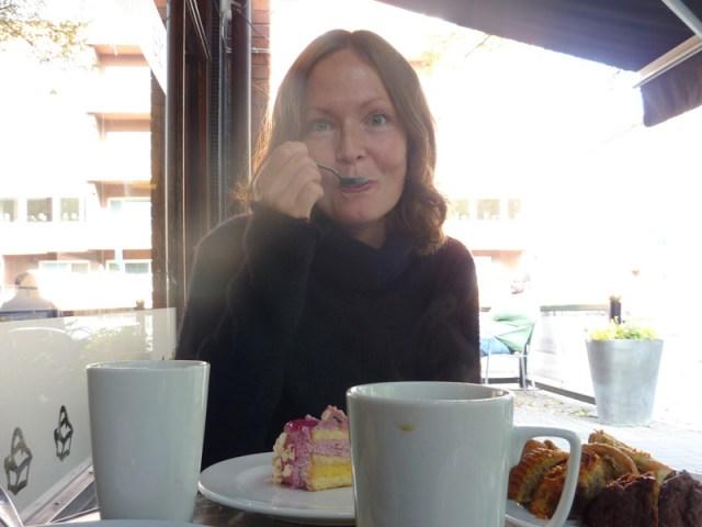 Susannes födelsedag firas med frukost på sängen och en tur till systrar och bröder