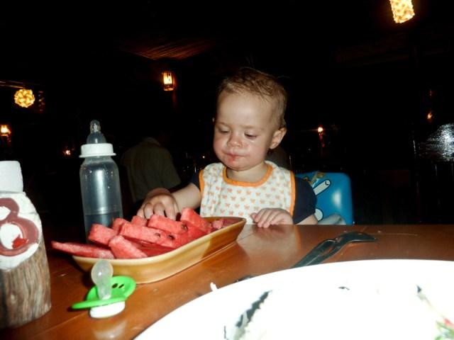 Ännu en tur till Saladan för att plocka ut pengar och käka vattenmelon