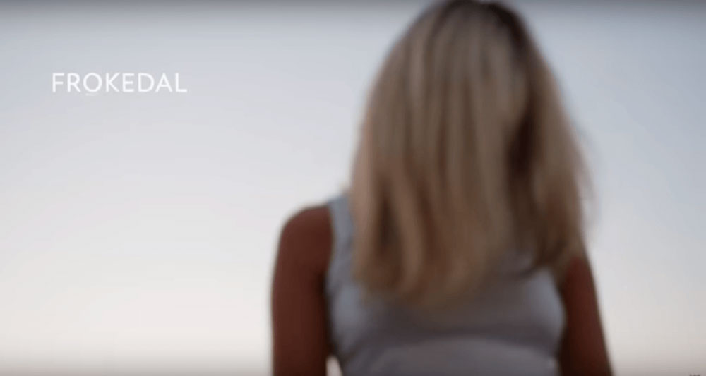 Bilde fra musikkvideoen First Friend