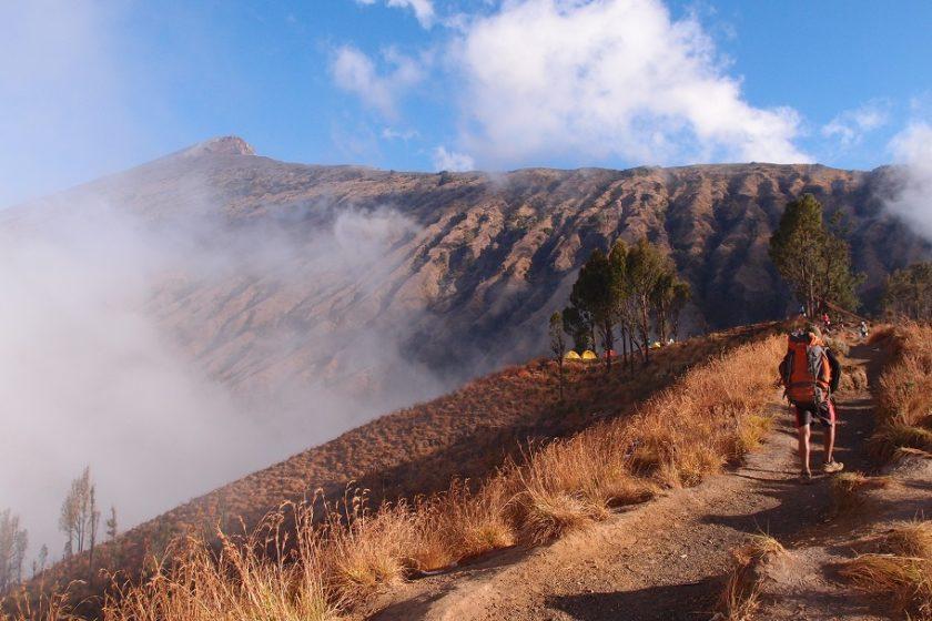 Pohled ze základního tábora na vrchol