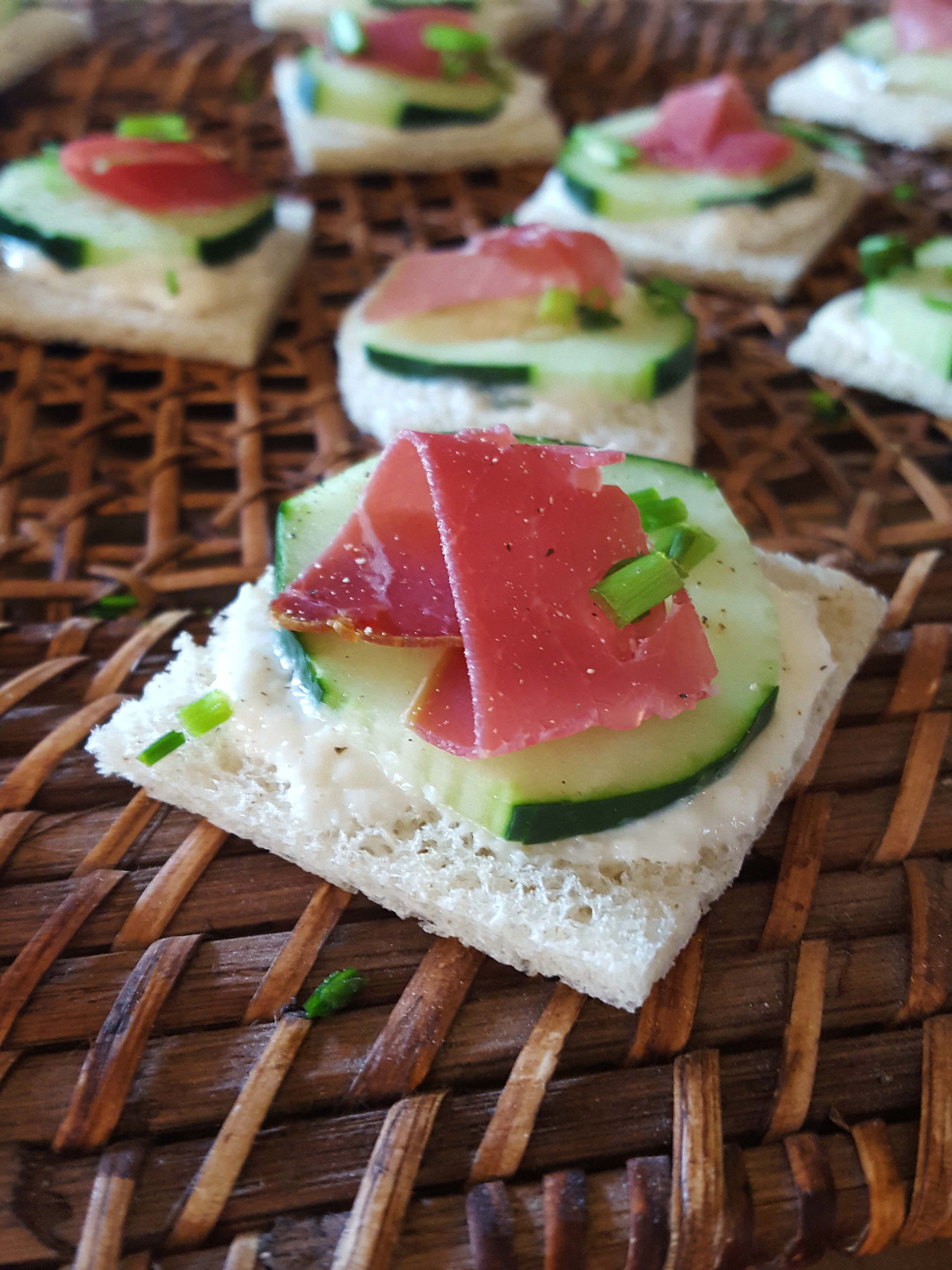 Canape 2016 Dried Beef Canape With Cream Cheese And Cucumber Recipe Knauss