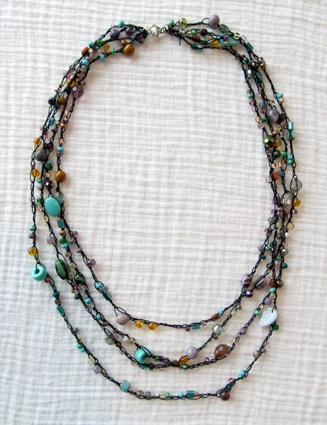Pin Ups and Link Love: DIY Crochet Beaded Necklace | knittedbliss.com