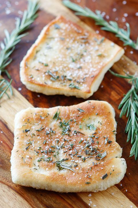 Pin Ups and Link Love: Easy Rosemary and Sea Salt Flatbread | knittedbliss.com