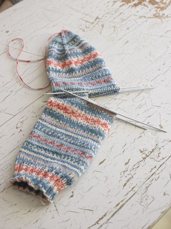 Pin Ups and Link Love: Easy Knitted Sock | knittedbliss.com