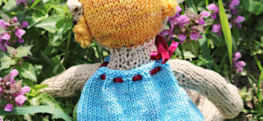 Little Elf Knitting Pattern : Finished Knit: Elf Doll - Knitted Bliss
