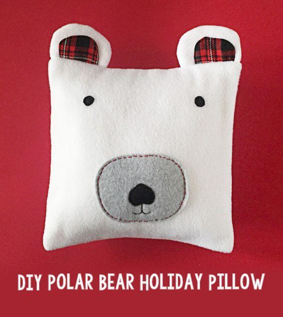 Pin Ups and Link Love: Polar Bear Pillow | knittedbliss.com