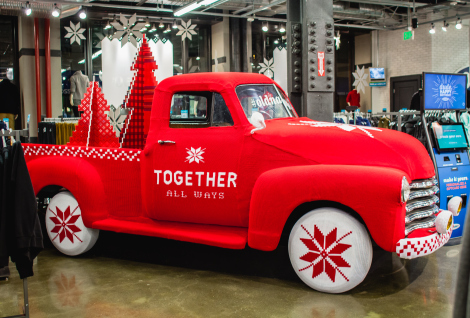 Check out this awesome yarnbombed truck at the San Fransisco Old Navy flagship.