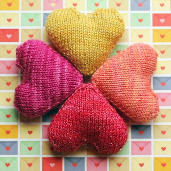 Knitting Heart Pattern : Knit a little heart knitting