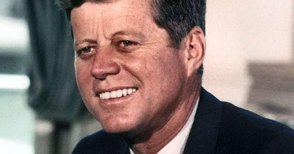 John_F._Kennedy, _White_House_color_photo_portrait