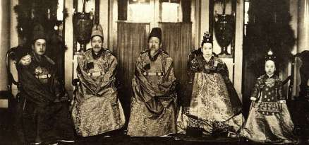 1280px-Imperial_family_of_Korea_02