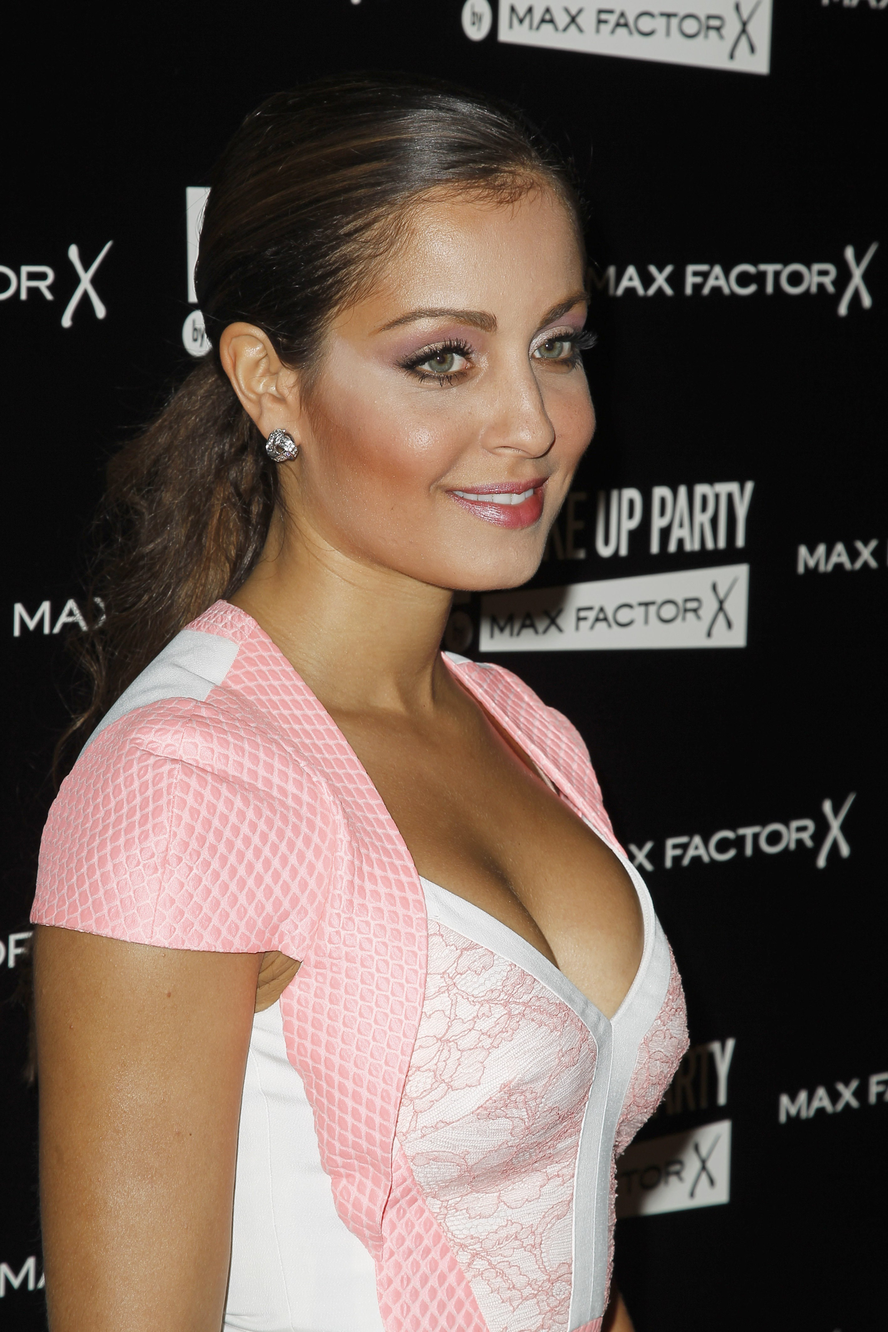 Barbie Hd Wallpapers Free Download Hiba Abouk Known People Famous People News And Biographies