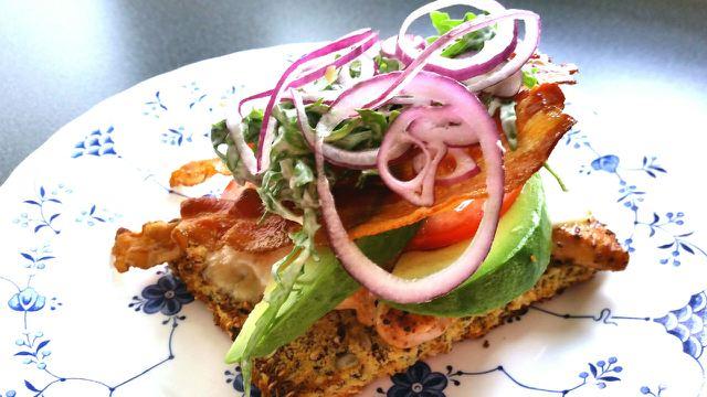 Grillet kylling med mozzarella og avokado