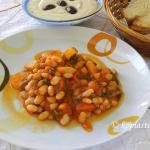 Fassolada me Loukaniko (Stewed Beans with Sausage)