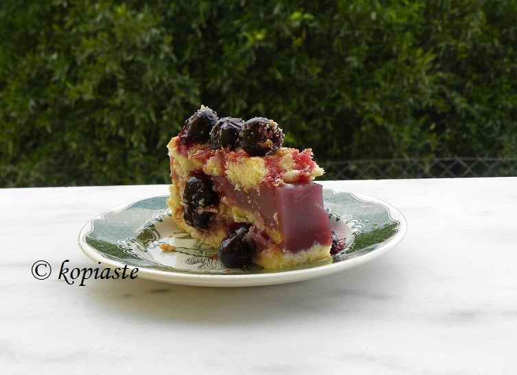 Sponge Cake with Cherries
