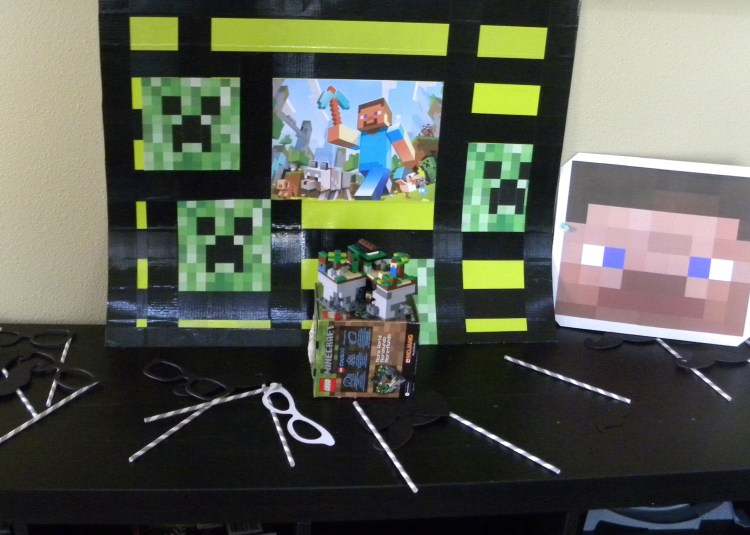 Minecraft photo booth, mask and party props.