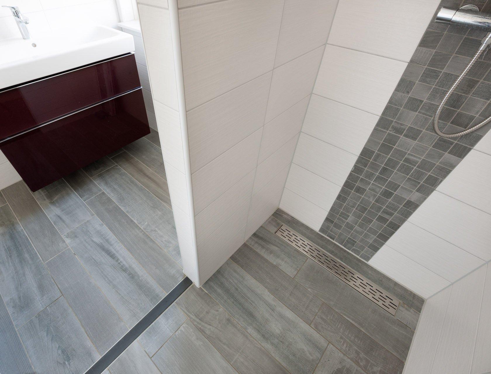 Badkamermeubels houtlook houtlook tegels badkamer door badkamer