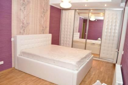 двуспальная-кровать-в-спальню