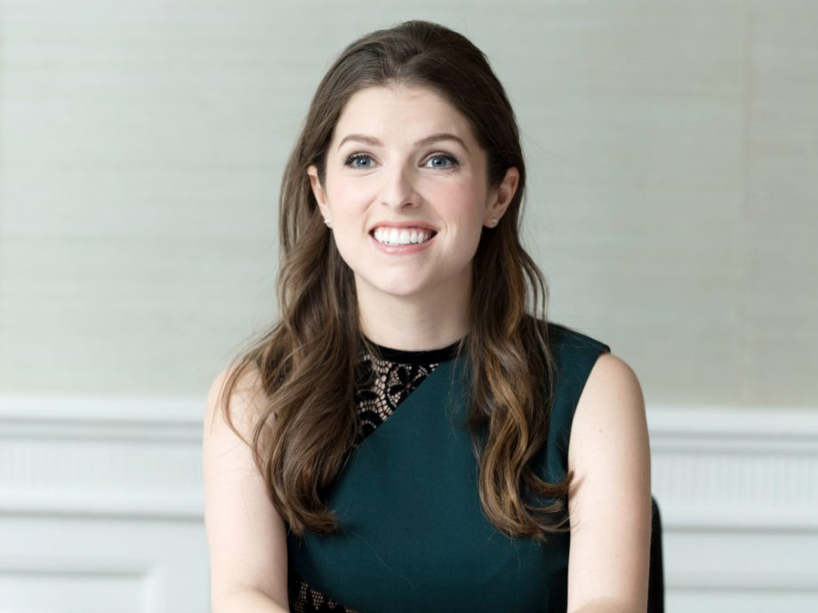 Www Alone Girl Wallpapers Com Anna Kendrick Was So Broke That She Couldn T Afford Shoes