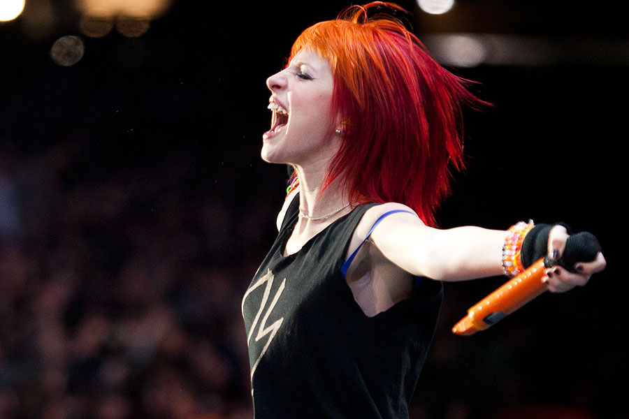Wallpaper Hd Taylor Swift Hayley Williams Monster Is Not An Indication Of Our