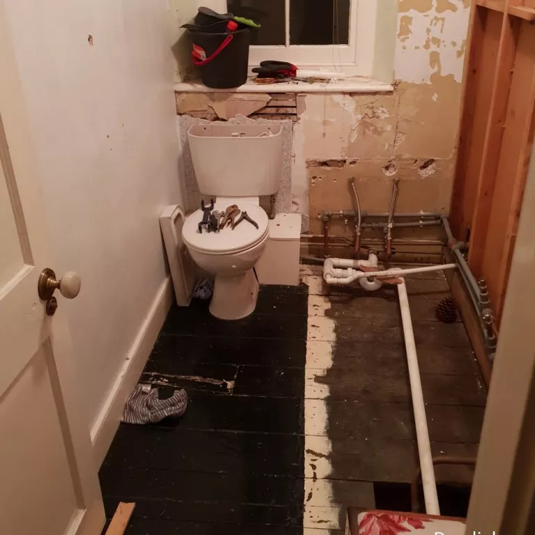 This Cheap Bathroom Remodel Cost 500 But Looks Like It Cost Far More
