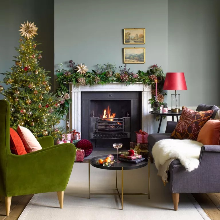27 Christmas Living Room Decorating Ideas To Get You In The Festive Spirit