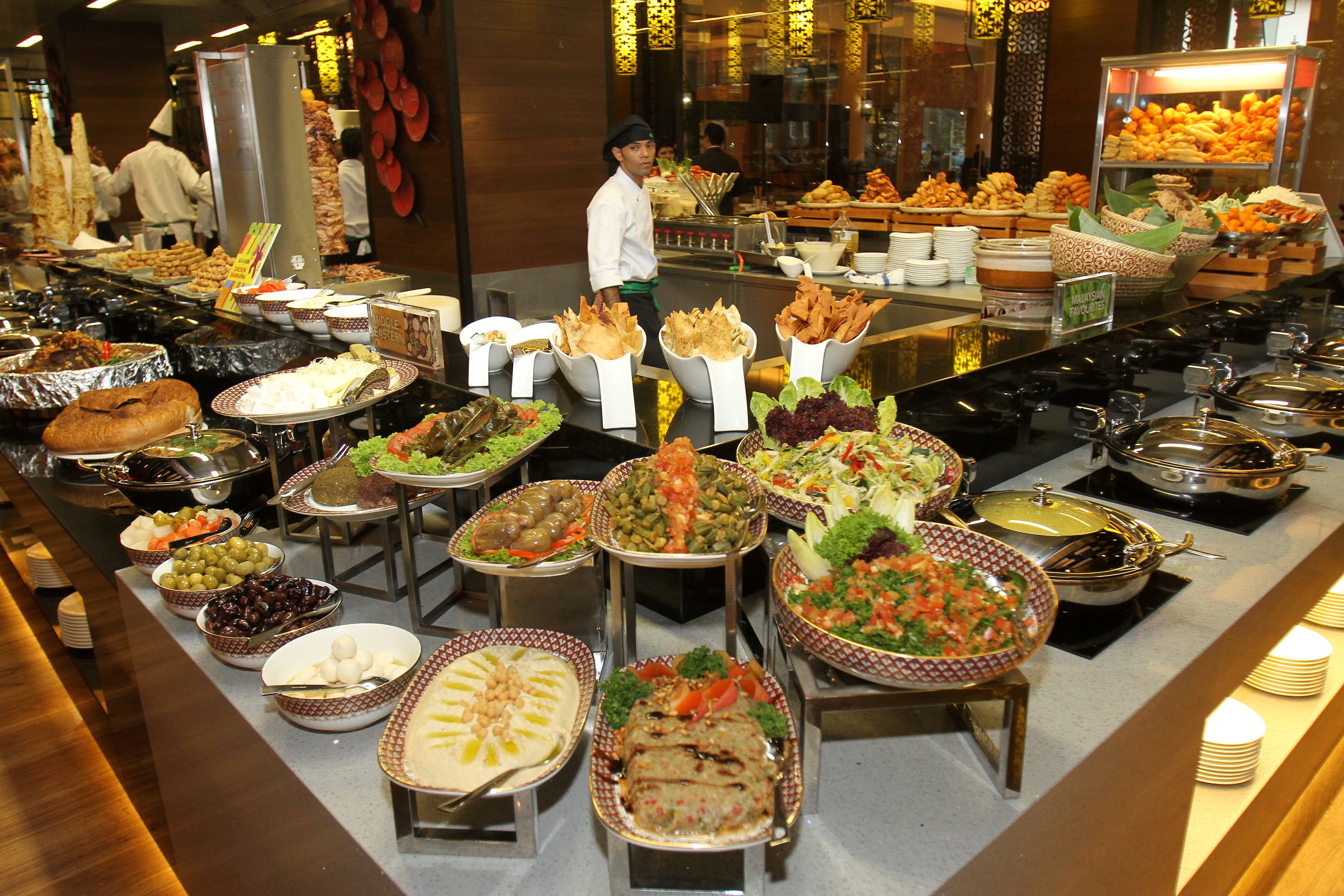 Kitchen 6 Dubai Lunch Buffet The Resort Cafe 39s International Flavours Set To Appeal To