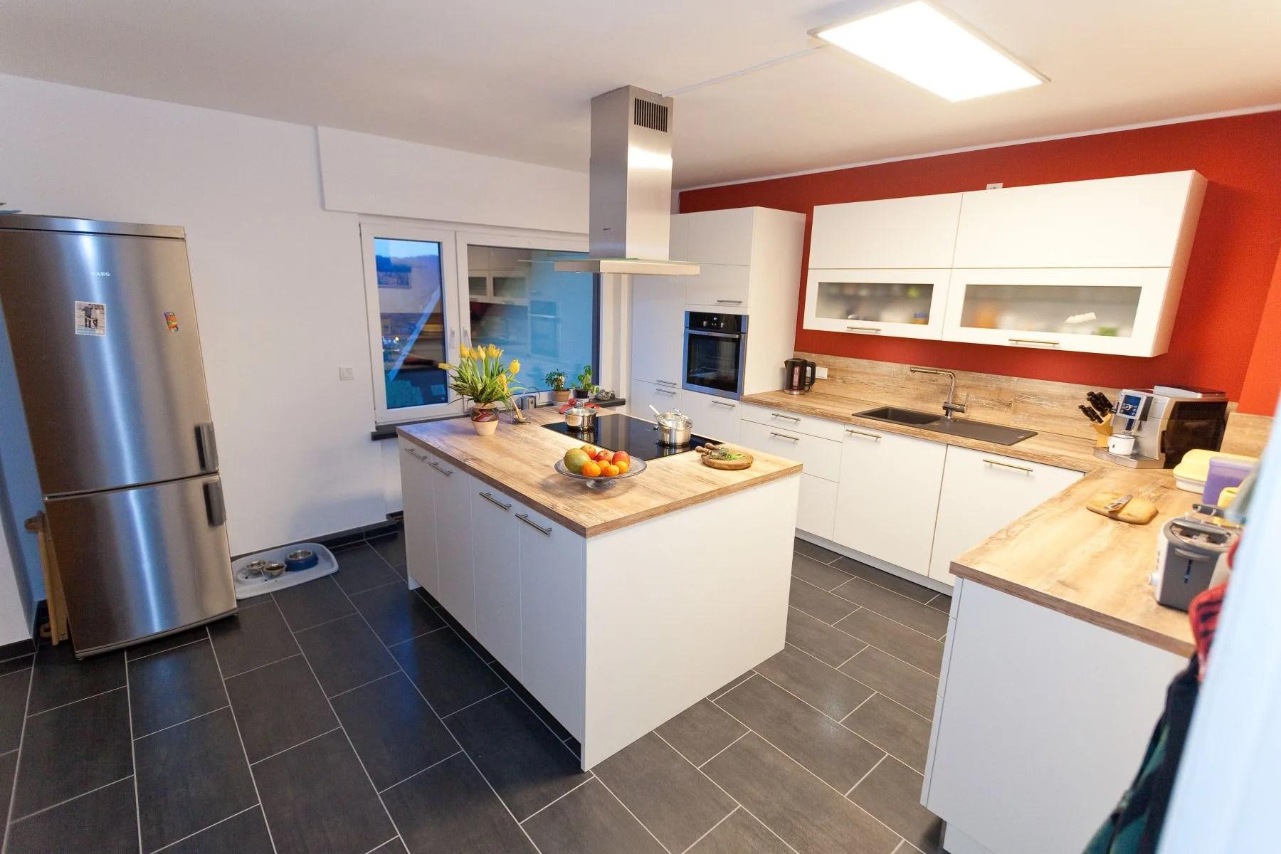 Fußboden Holz Weiß ~ Bodenbelag aus marmor und holz in einem modernen haus