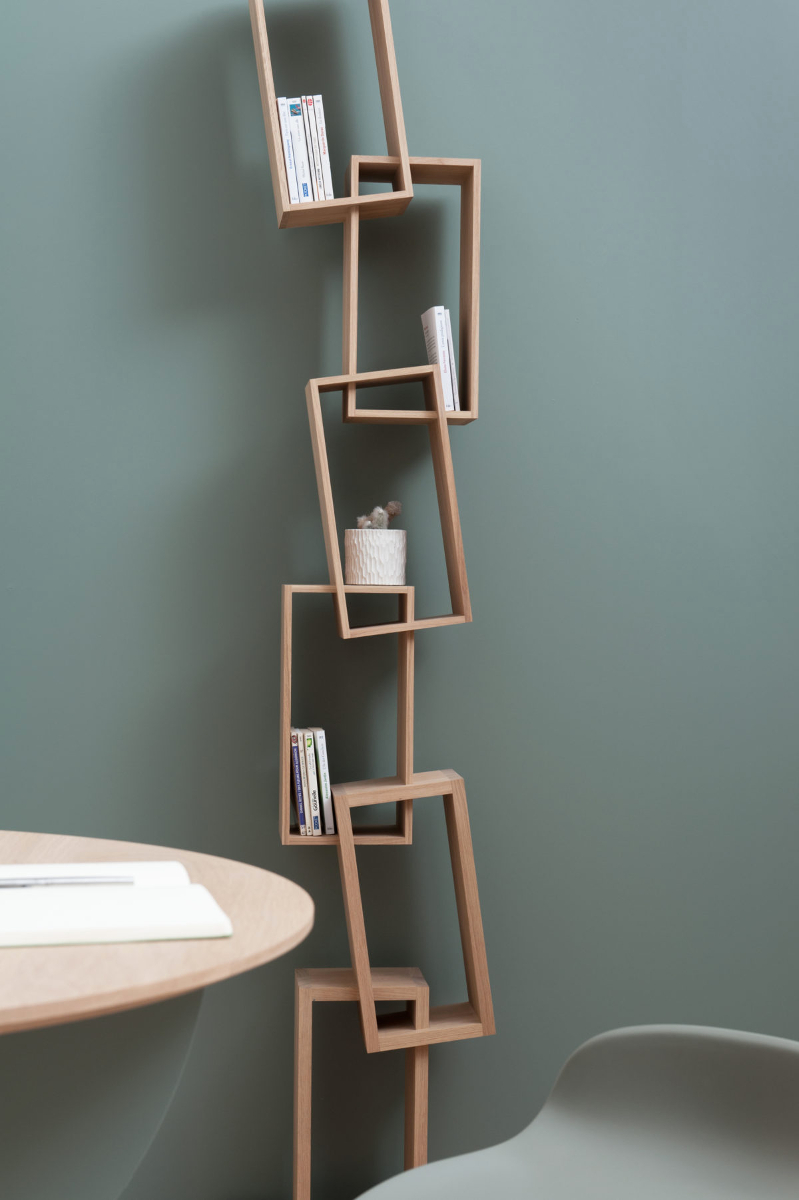 Regal Design Uquirky Bookcase With Six Tilted Compartments | Kunstbaron