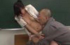 【JKヤられる動画】「やめてください!!」人非人センコーが居残り中の美少女生徒を乱暴にレイプセクロス!