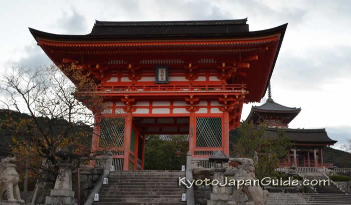 Temple gate Kiyomizudera