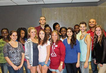 Les 17 étudiants du programme Relations publiques de La Cité collégiale, offert sur le campus Glendon.