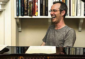 Également au piano, Adam Seelig, le créateur d'Ubu Mayor.