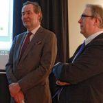 Christian Bode, le vice président de la Société d'histoire de Toronto, et François Boileau, le Commissaire aux services en français de l'Ontario, à l'AFT le 21 janvier.