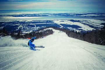 Le Mont Sainte-Anne offre des pistes pour toute la famille et tous ies niveaux.