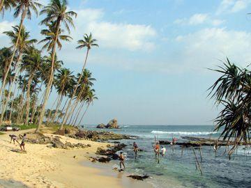 Une plage du village Unawatuna.